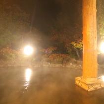 大浴場の露天風呂。季節によって風景が変わる広くて開放的な露天風呂です。