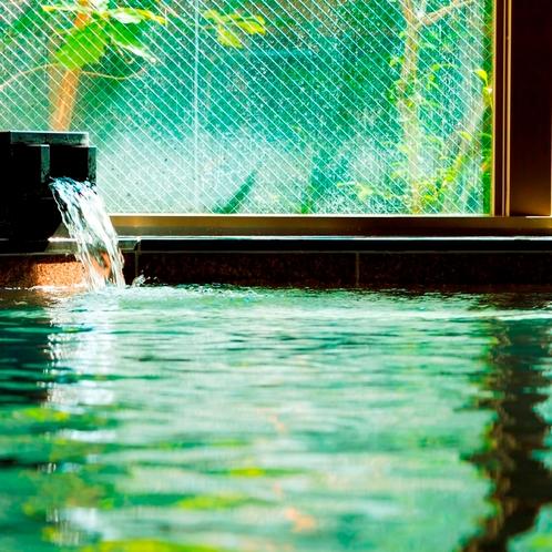 九州屈指の温泉郷の平山温泉は「とろとろ美肌の湯」。肌を転がるように、滑らかで良質な温泉