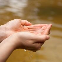 【温泉】西九州には珍しい、塩分濃度が高めの茶褐色の濁り湯が特徴です♪