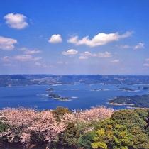 【いろは島】桜のシーズンはとても美しい景色を見せてくれます。