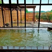 【大浴場】熱めの浴槽と温めの浴槽がありますのでお好きな方でおくつろぎください。