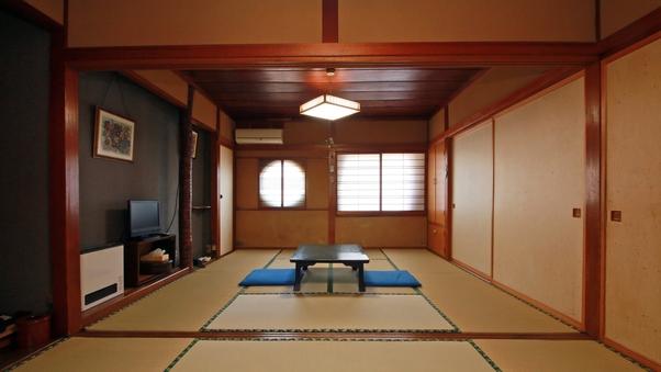 木の温もりあふれる素朴な和室【広々14畳】