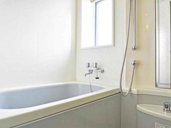 【洋室(山側)】使い勝手の良いバストイレ独立型