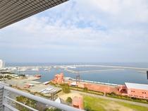 【和洋室メゾネット(海側)】3階リビングからは海側の景色が望めます