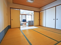 【和洋室ユニット(海側)】2部屋目の和室8畳です