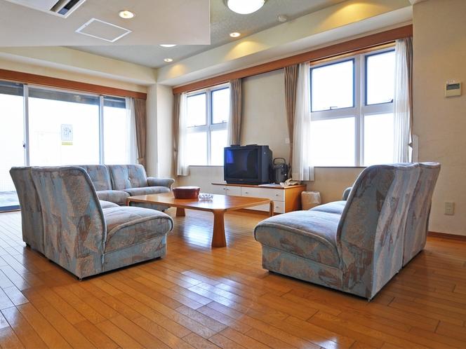 【和洋室ユニット(海側】リビング(17.6㎡)+和室二間のお部屋です。最大8名様でご利用いただけます