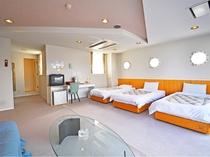 【洋室(山側)】46㎡のお部屋です 正ベッド3台とソファーベッドで最大4名様でご利用いただけます