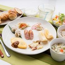 朝食一例(洋食)/連泊の方には、少しずつメニューを変えてお出しいたします。