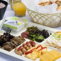 セミバイキング朝食を盛り付けしてみました。