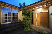 「ひばり庵」玄関