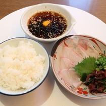 *【宇和島鯛めし】宇和島発祥★アツアツご飯に鯛の刺身をのせ、甘辛いタレで召し上がれ♪