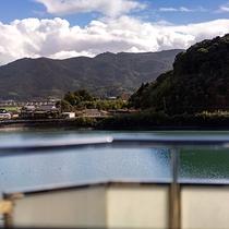 【湖側客室‐眺望】