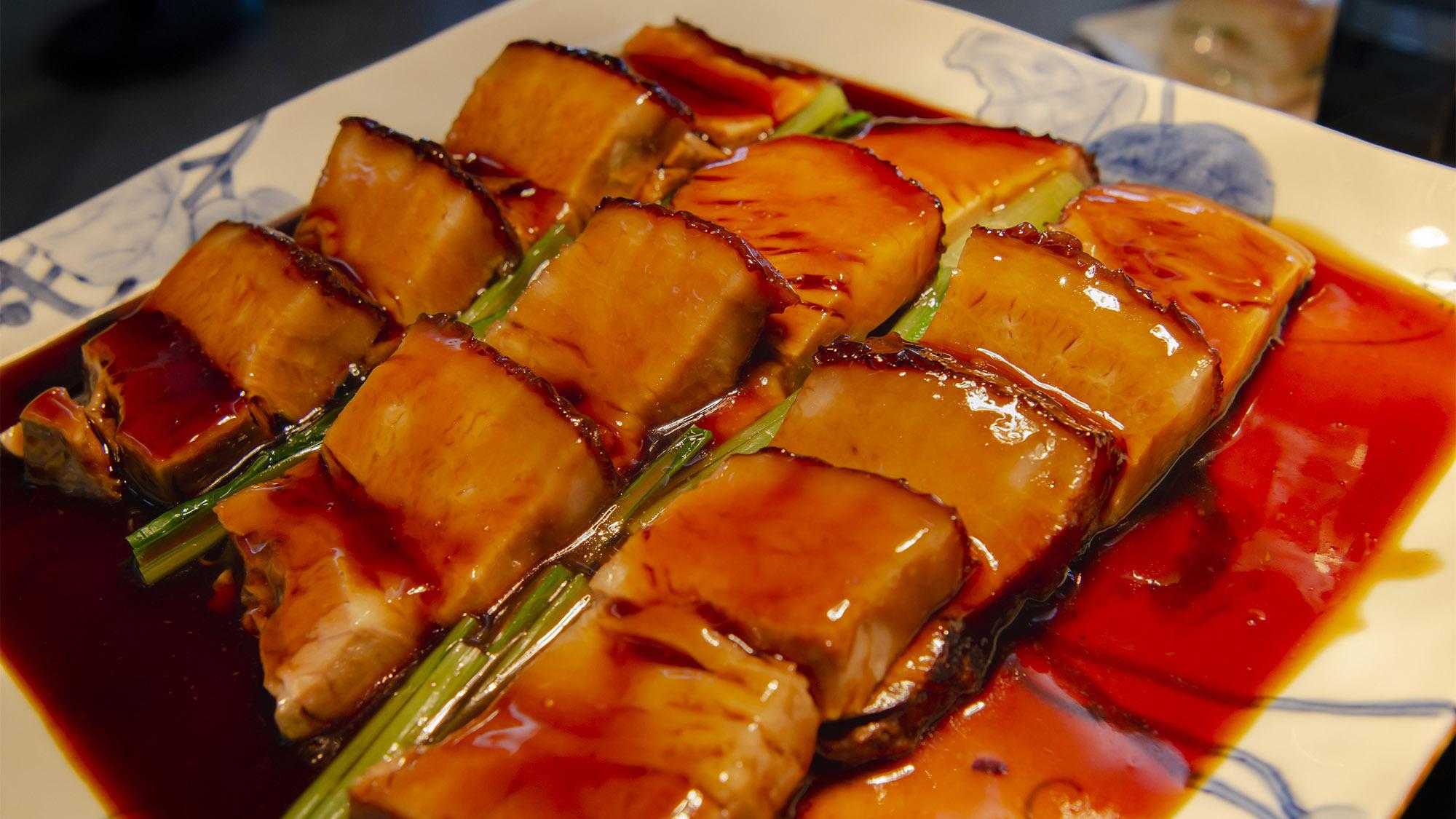 【夕食】豚の角煮 甘辛いタレが食欲をそそります