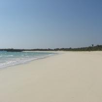 *【周辺】白い砂浜とエメラルド色の海は、伊良部島を象徴する絶景スポットです。