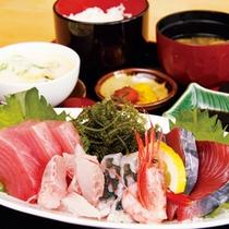 *【食事例】お刺身定食。新鮮な魚が食べられます。