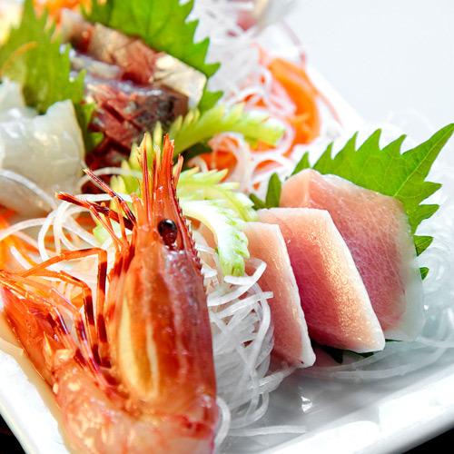 伊豆牛すき焼きのご夕食にはお刺身も付きます♪ ※写真は一例です