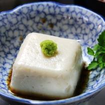 ゴマ豆腐は毎朝女将が手作りしています。絶品です。