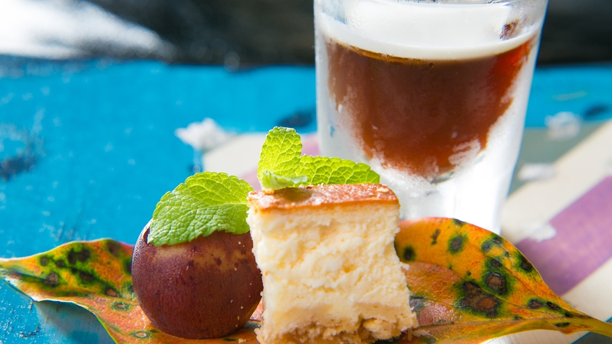 自家製季節のデザート〈コーヒーデザート・チーズケーキ〉