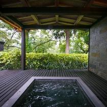 【山水の棟】客室露天風呂