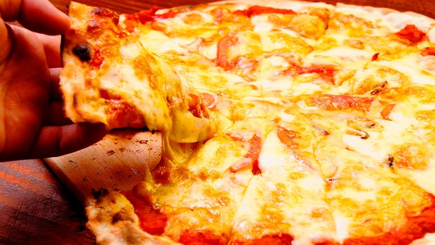 【夕食一例】窯で焼く手作りピザは絶品!