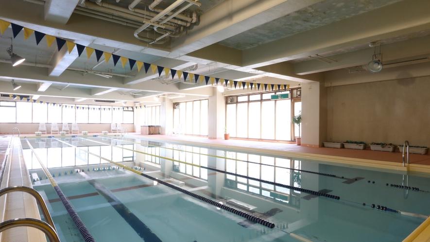 年中利用できる屋内プール。