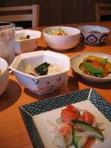 自家菜園で採れた無農薬野菜中心の食事