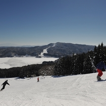 ■白馬さのさかスキー場。レイクタウンゲレンデからは青木湖が臨めます