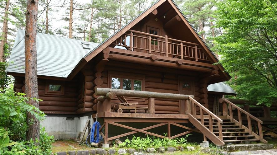 【H棟】4つのベッドルーム。豪勢な造りのログハウスで贅沢なひと時を。1~8名様(190平米)