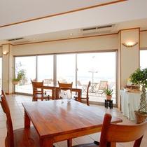 *【ラウンジ】夕・朝のお食事は明るく解放感のあるラウンジでお楽しみください。