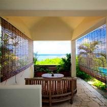 *【阿檀】各ヴィラのプライベートガーデンには東屋がございます。海を眺めてのんびり。※喫煙可能
