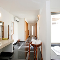 *【阿檀】すべてのお部屋にパウダールーム付き。贅沢に空間を使ったパウダールームはリゾートならでは。