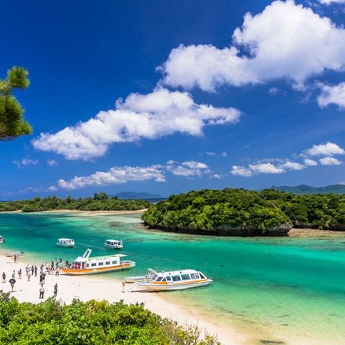 **色とりどりのサンゴ礁と熱帯魚をグラスボートで気軽に堪能♪観光客でいつも賑わいます