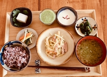 和朝食メニュー例。島の食材で朝食をご用意させて頂きます。