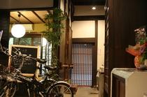通り庭 The Main Earthen-Floored Corridor