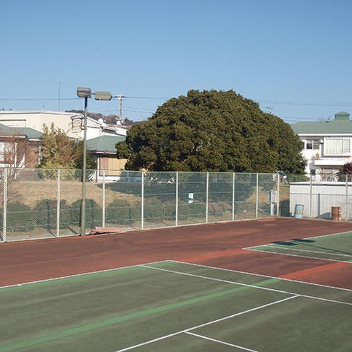 *【テニスコート】平日は無料でご利用いただけるテニスコート。ご飯前に一汗かくのもOK!