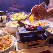 *【夕食一例】メイン料理以外は好きなものを好きなだけ!お腹いっぱいになること間違いなし!