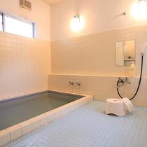 *【風呂一例】共同使用のお風呂。広くはありませんがゆったりできる環境を整えております。