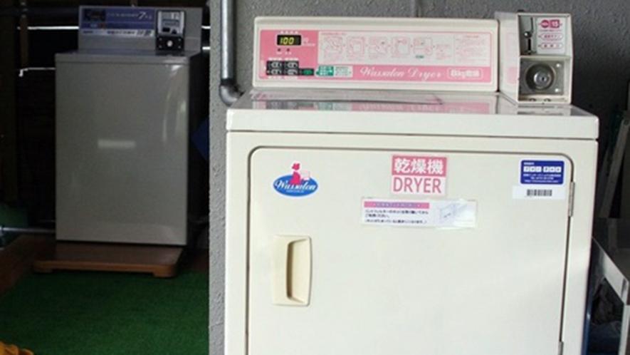 ・乾燥機 100円でご利用いただけます 洗濯物は屋上に干して頂くこともできますよ♪