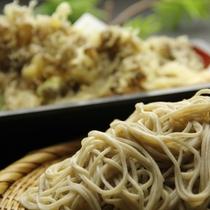 上州麺処「平野家」で湯畑を眺めながらお召し上がりいただけます。