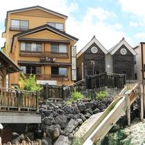 当館は、草津温泉の中心《 湯畑 》前に位置し、観光拠点としてとても便利です。