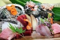 【ご夕食 一例】・・・天然地魚お造り盛り合わせプラン ≪鮑と天然地魚のお造り盛り合わせ≫