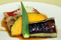 【ご夕食 一例】・・・はまゆう荘夕食お膳プラン ≪近海産地金目煮≫