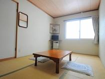 【和室3~4名様用】清潔感を保つことに一番気を使っています。旅先でものんびりとお過ごしいただけます。