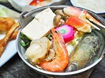 【夕食】ウトロ産魚介類をふんだんに使った名物の「ペレケ鍋」♪