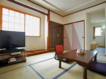 【和洋室】明るい空間となっております。インターネット接続は無料です。