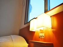 【客室ランプ】暖かな灯りが旅の疲れを癒します。