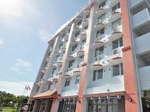 【外観】離島桟橋や繁華街に近く、利便性のいいホテルです。