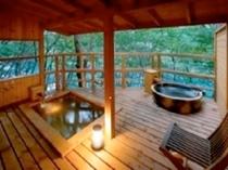 離れの湯 あけび 露天風呂風景