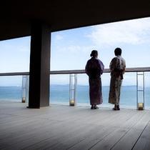 ≪渚テラス≫広大な海を眺めながらごゆっくりとお寛ぎ下さいませ