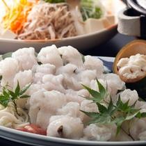 """淡路産玉ねぎと割り下で煮込む""""鱧すき鍋""""は淡路島の郷土料理として有名≪料理イメージ≫"""